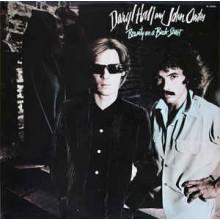 Daryl Hall And John Oates – Beauty On A Back Street
